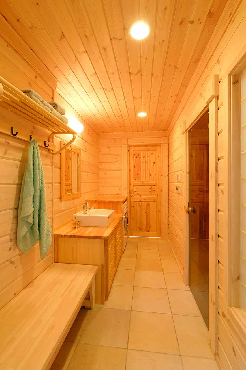 サウナの休憩スペースも確保した洗面脱衣所