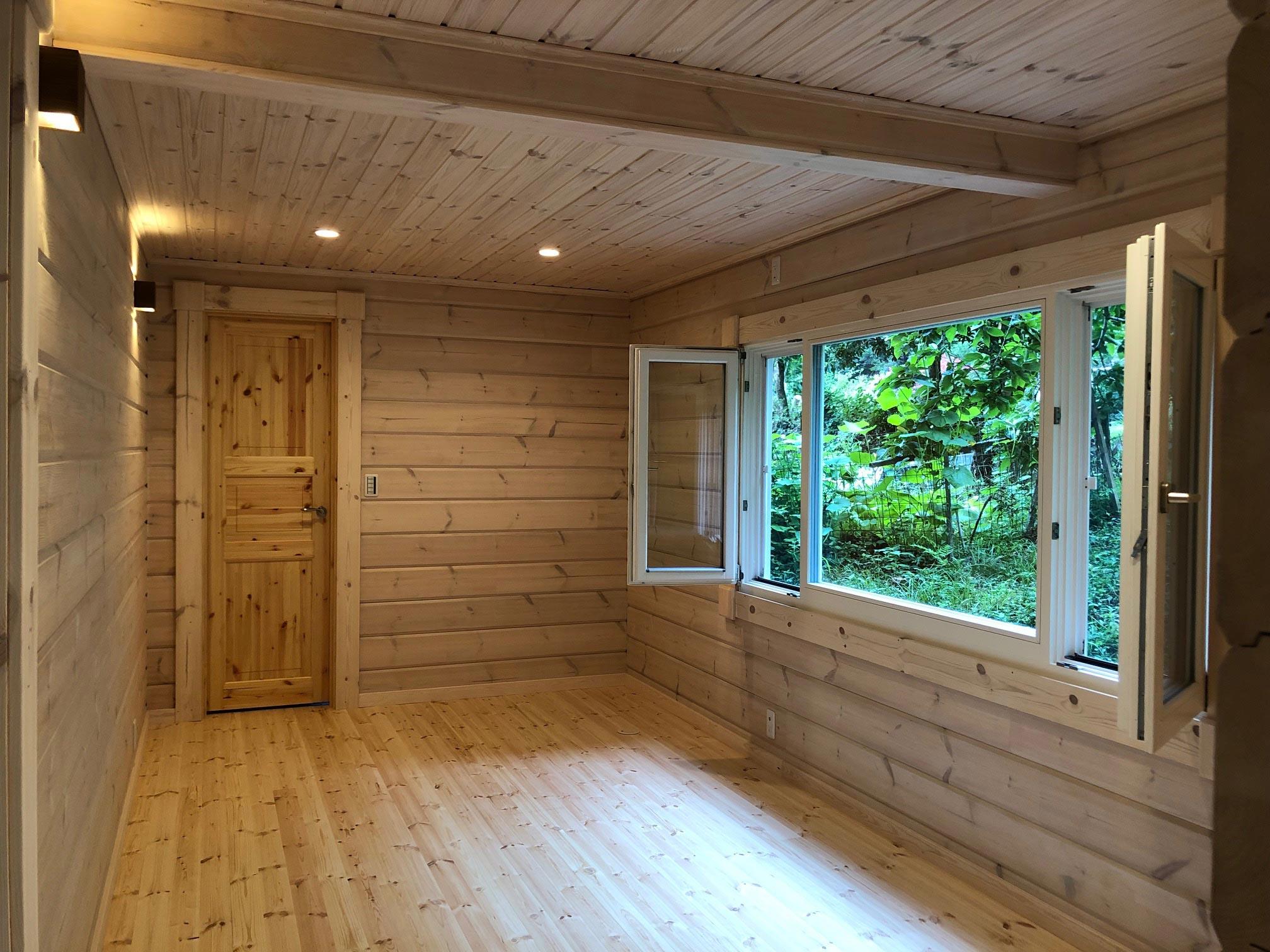 大きな窓を設置し、景色を一望できる主寝室