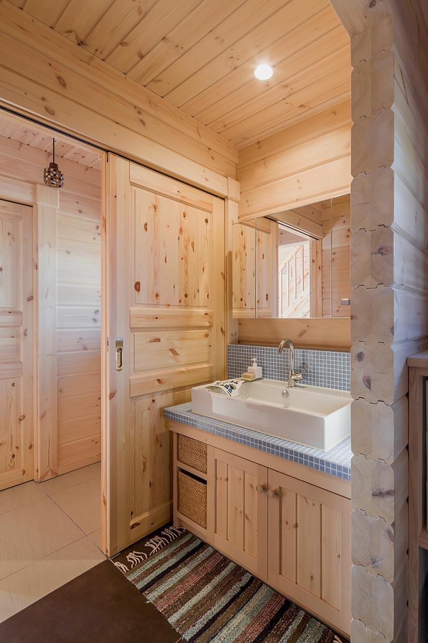木の温かさに包まれた洗面台