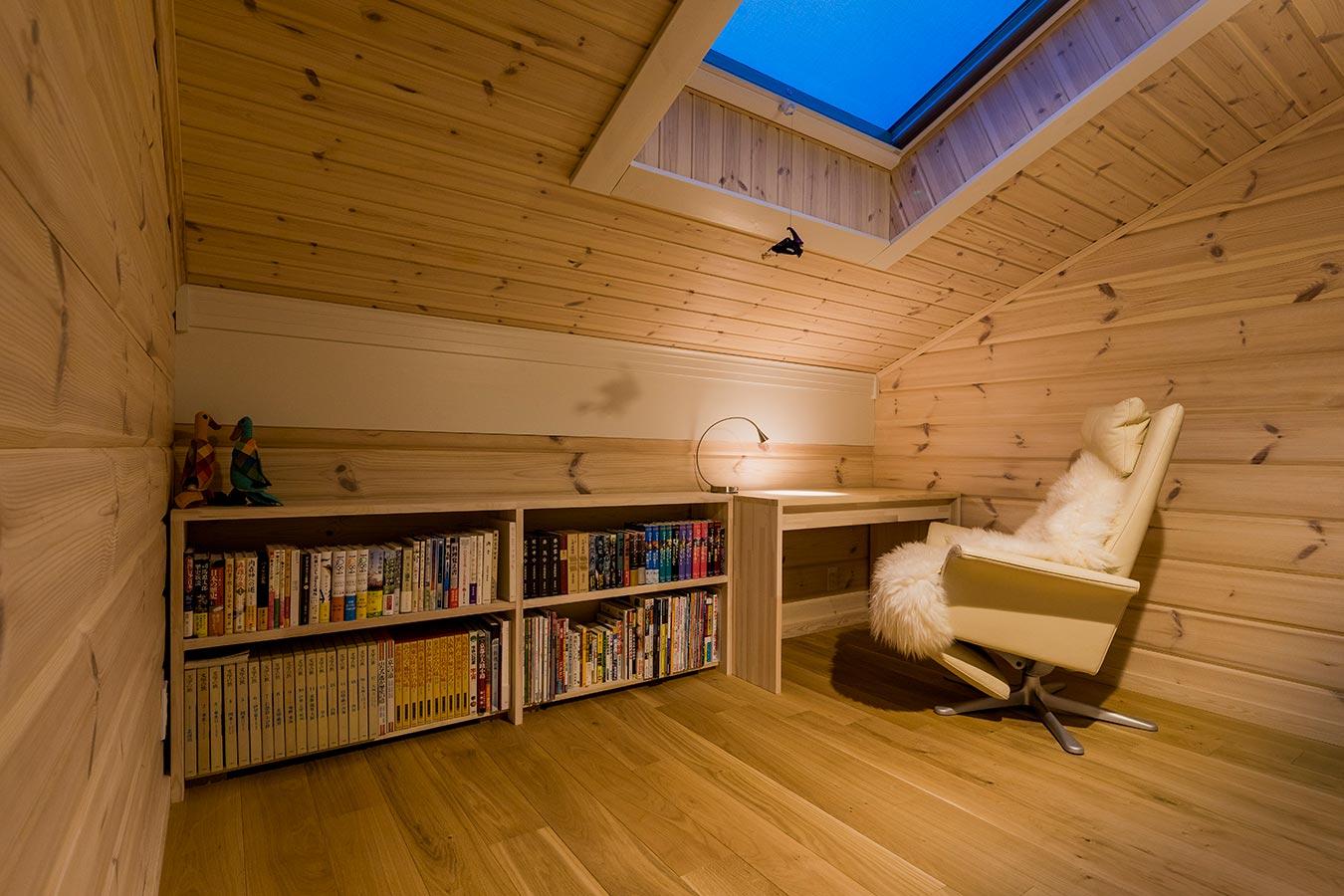 ほどよく包まれた空間は、ホット一息つける場所。空との距離が近く、星の光が部屋を照らします。