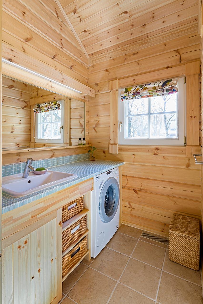 水色のタイルがかわいい造作洗面カウンター