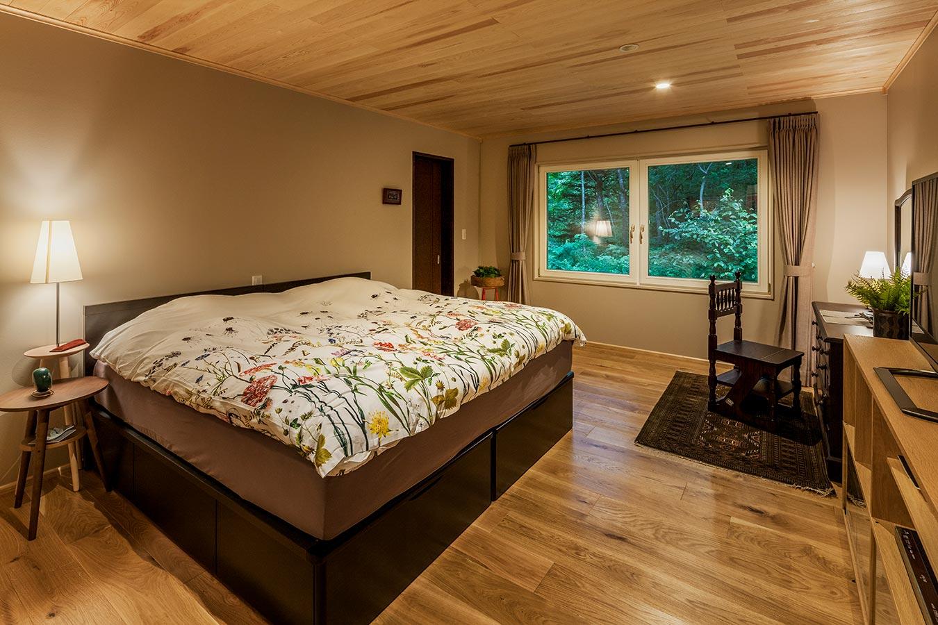 室内家具茶系で統一。落ち着いた空間に。