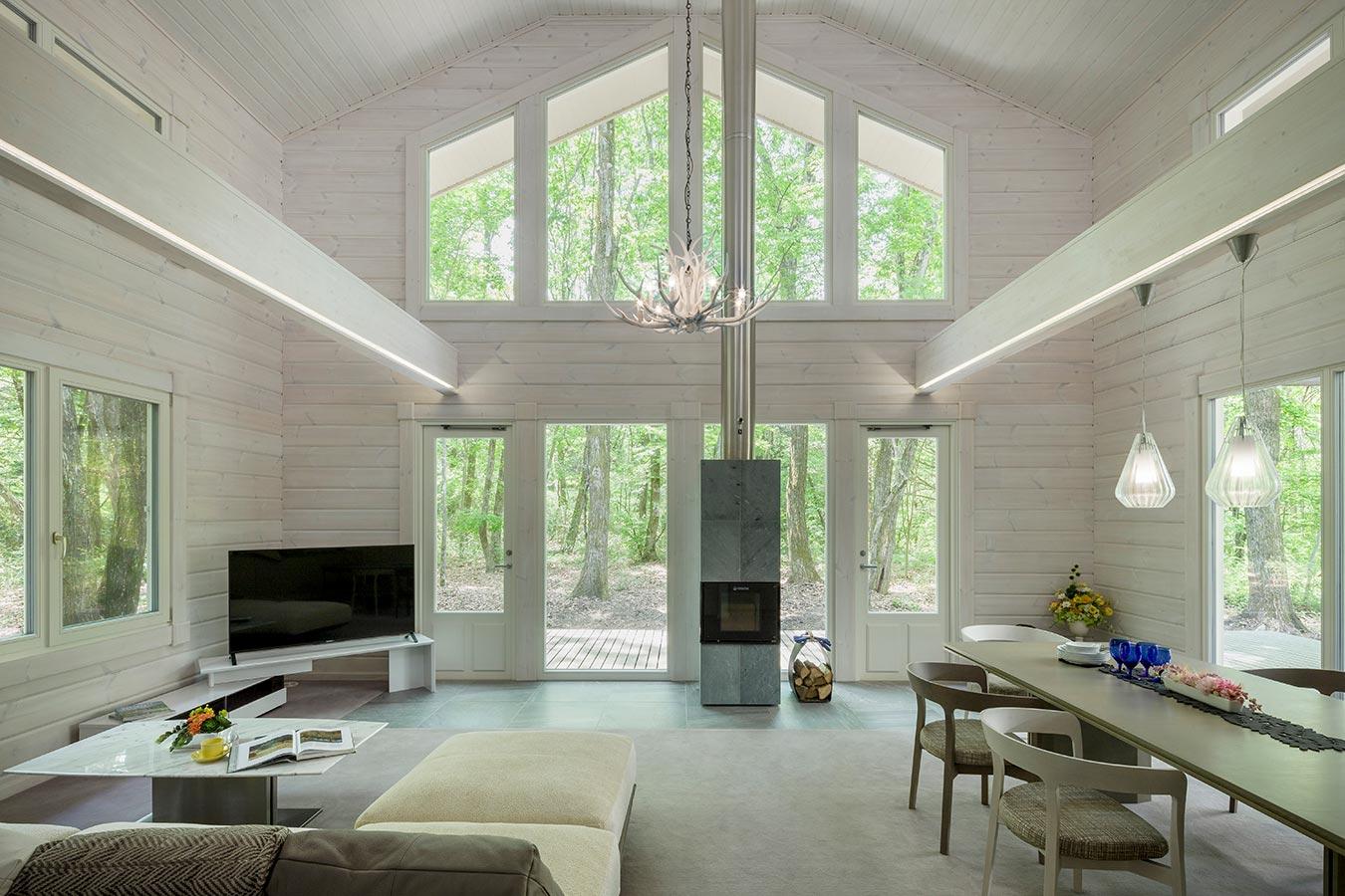 白で塗装した室内は、風景をより味わえる空間です