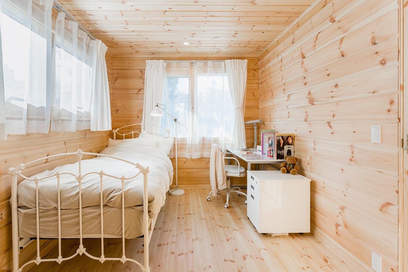 あたたかな日差しが注ぐベッドルーム