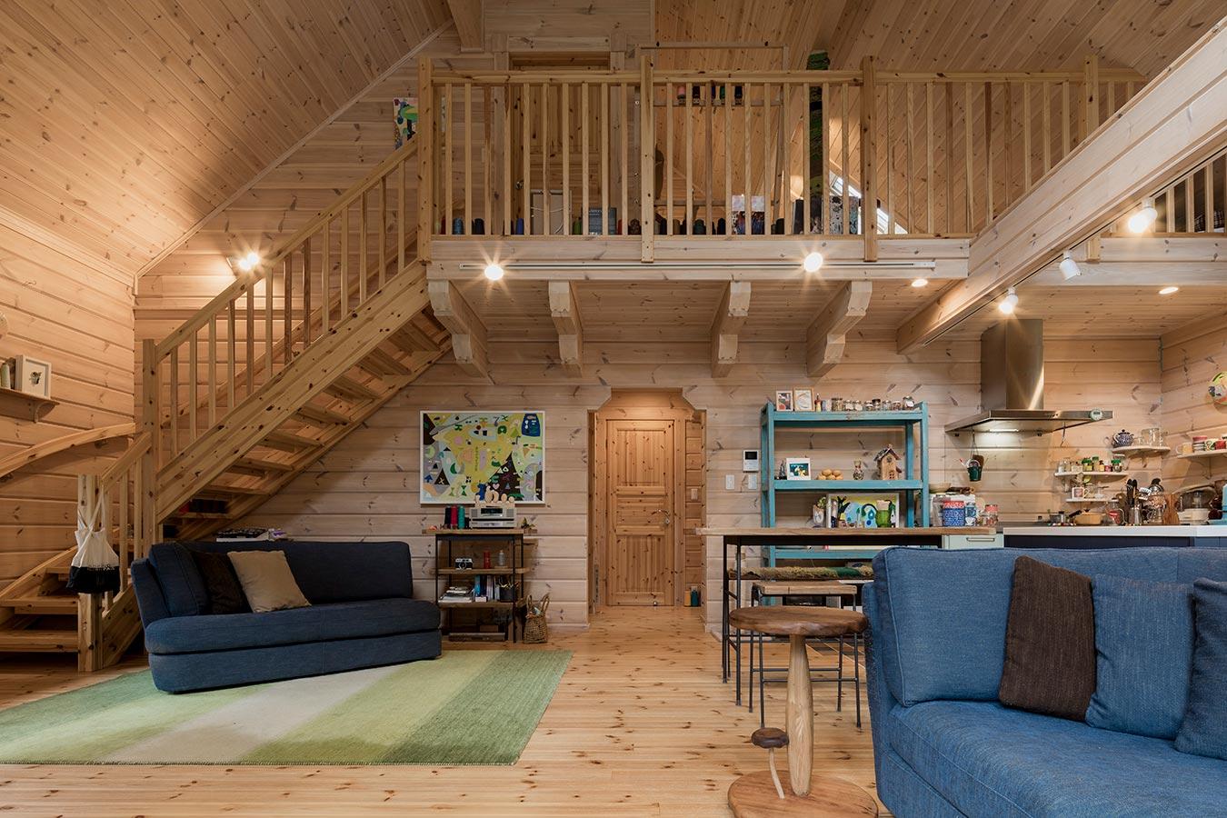水回りや玄関などと居住スペースはログ壁で区切られており、プライベートスペースの心地よさの確保とプライバシーに配慮されています。