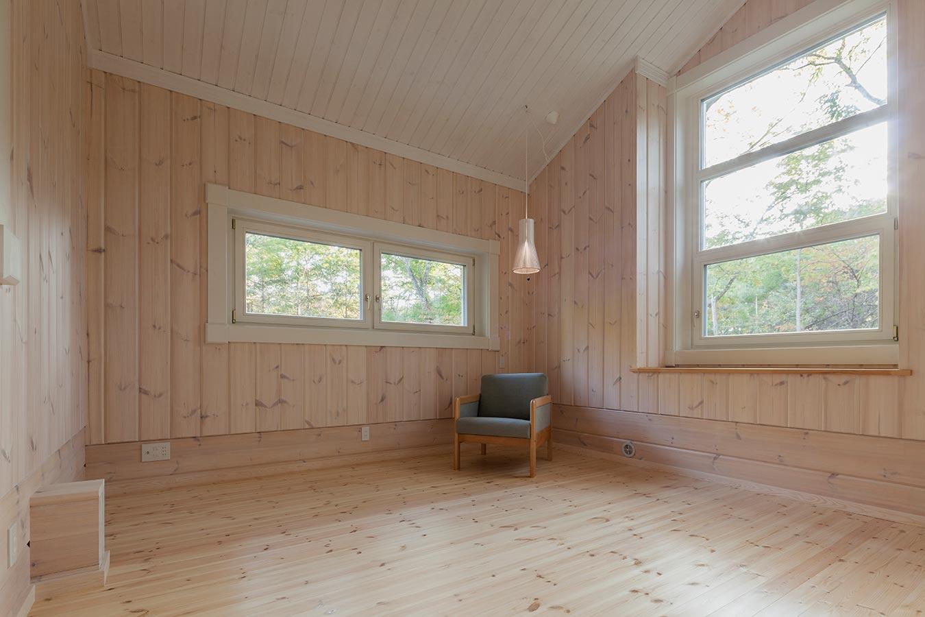 景色も楽しめるよう窓の高さを調整したフリースペース