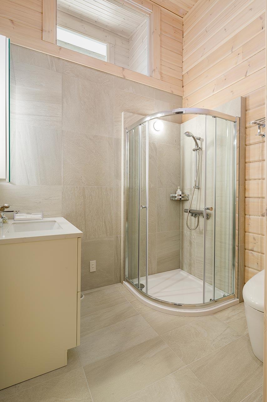 来客用のシャワールームも完備しています。