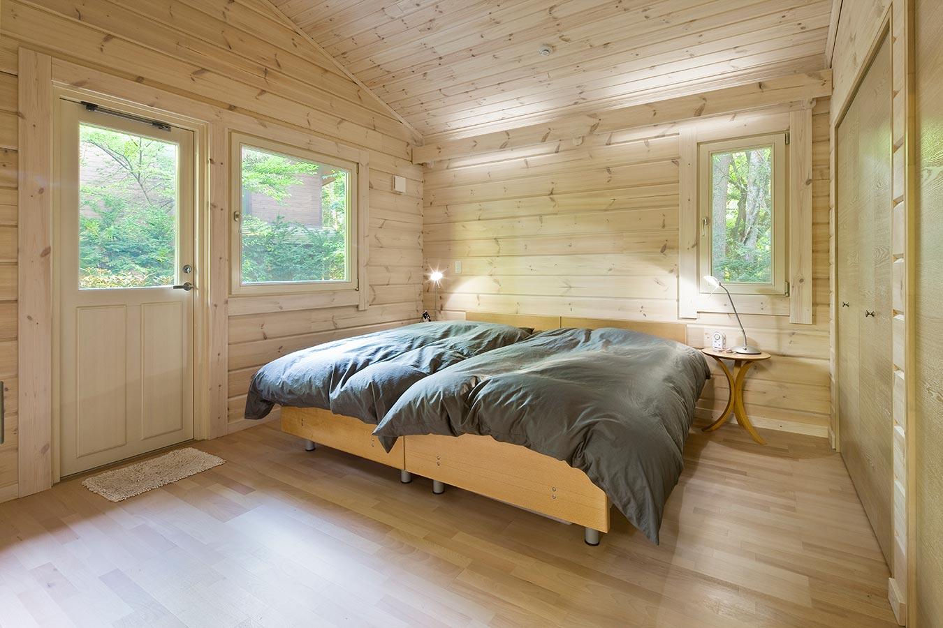 ベッドルームには、間接照明を設置。やわらかい明かりがリラックスさせてくれます。