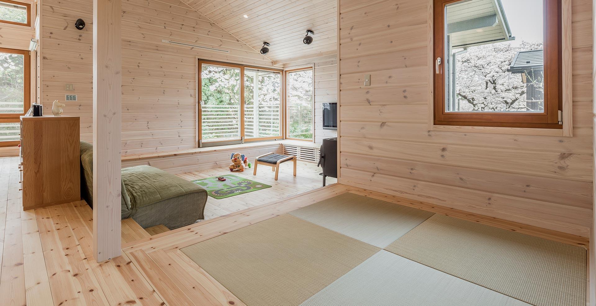 オープンスペースの一角に畳のスペースを設置