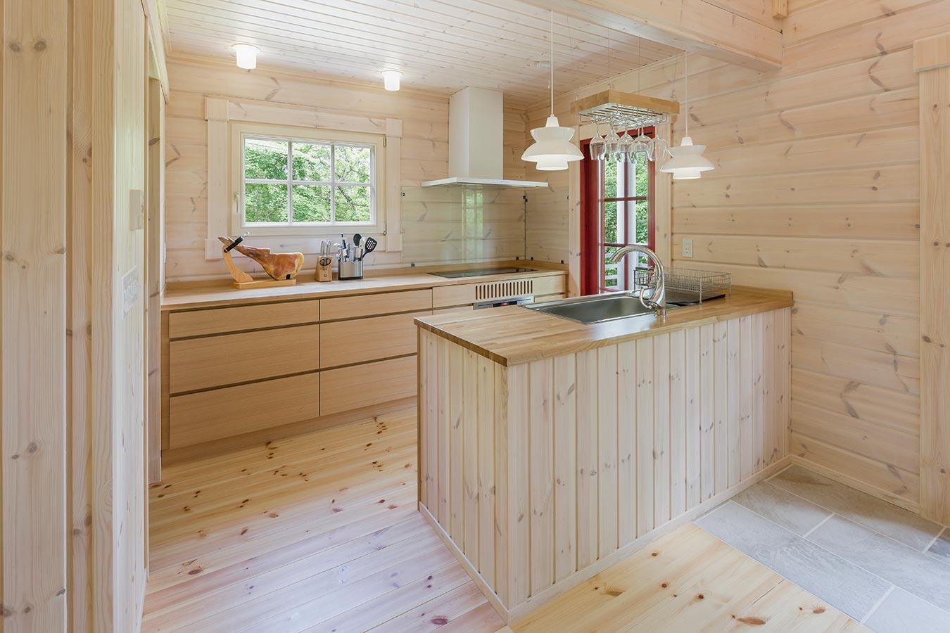 木のぬくもりを感じられるキッチン
