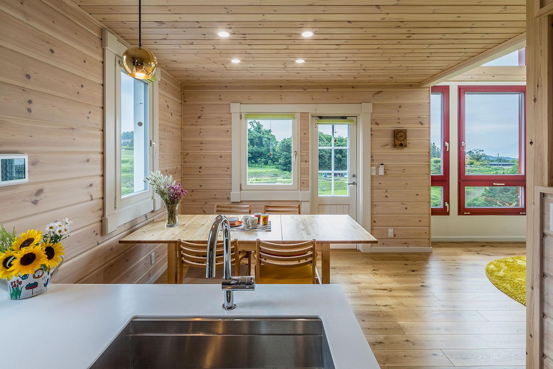 キッチンからも作業をしながら景色を楽しめます。
