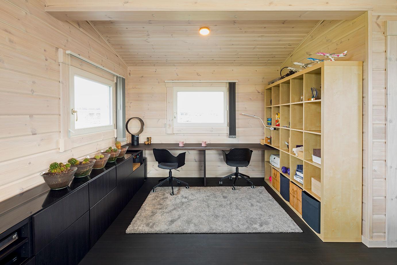 リビングには書斎スペースを設けました